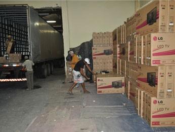 Polícia Federal de PE apreende 812 TVs de Led que haviam sido roubadas (Foto: Divulgação / Polícia Federal)