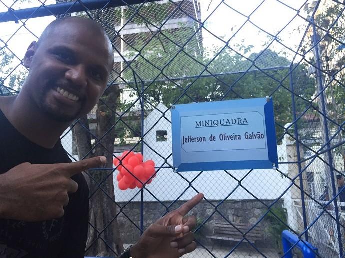 BLOG: Ídolo também na escola: homenageado, Jefferson batiza quadra de colégio no RJ