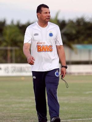 Técnico Celso Roth (Foto: Denilton Dias / Vipcomm)