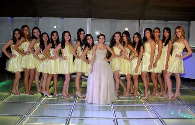 Bianca Paiva com as amigas (Foto: Thiago Duran/AgNews)