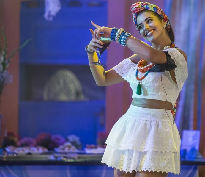 Vivian dança e se diverte (Foto: Artur Meninea/Gshow)