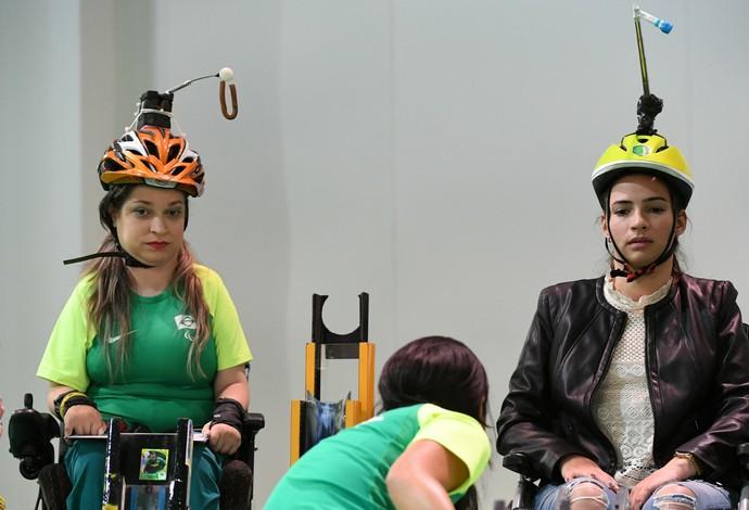 Lais Souza e Evani Calado jogam bocha (Foto: André Durão)