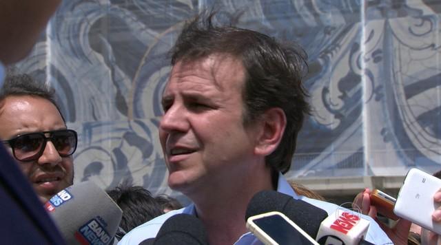 Eduardo Paes se irrita em hospital público do RJ