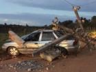 Carro derruba poste  e três ficam feridos (Carlos José / Voz  da Bahia)