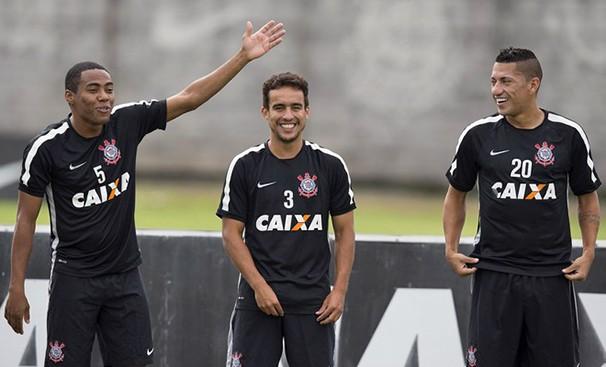 Elias, Jadson e Ralf em treino do Corinthians (Foto: Daniel Augusto Jr/Agência Corinthians/reprodução Globoesporte.com)