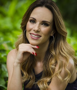 Ana Furtado prefere os tons de rosa e vermelho (Foto: Raphael Dias/ TV Globo)