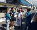 Massa ganha caricatura de presente e samba com Ricciardo em Interlagos