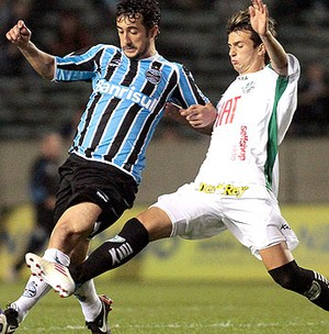 Douglas no jogo do Grêmio contra o América-MG (Foto: Ag. Estado)