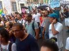 Grupo realiza protesto durante festejos do Dois de Julho em Salvador