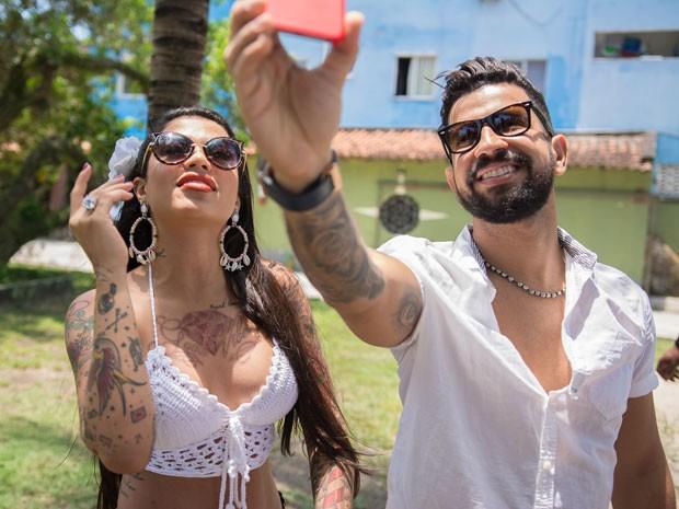 MC Marcelly e Dennis DJ em clipe da música Quando ele pede (Foto: Fenix Produções /Divulgação)