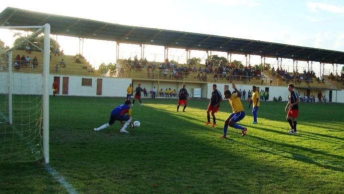Jogo foi bem disputado e o empate de 1 a 1 foi justo (Foto: Ribamar Rocha)