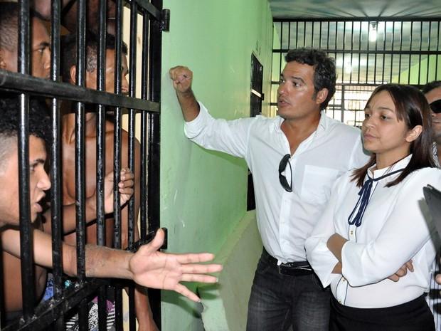 Eliziane Gama ouviu relatos de detentos no CDP de Pedrinhas (Foto: Divulgação/Agência Assembleia)