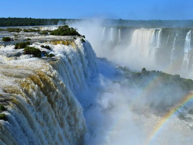 Vazão nas Cataratas do Iguaçu na manhã desta quinta-feira (29) passou dos 3 milhões de litros de água por segundo, o dobro do normal (Foto: Cataratas do Iguaçu S.A. / Divulgação)