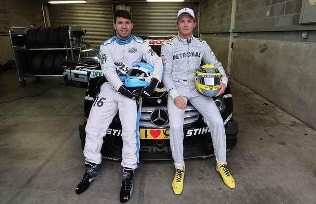 Agüero teve aula de pilotagem com Rosberg (Foto: Divulgação)