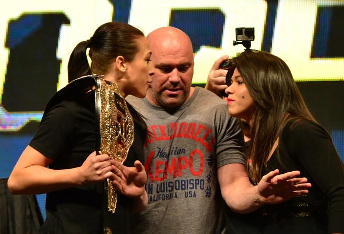 Encarada Joanna Jedrzejczyk Claudia Gadelha UFC (Foto: Jason Silva)