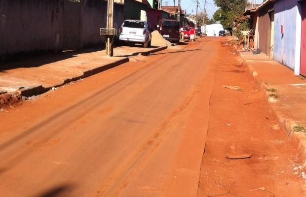 Bebê de 1 ano e 8 meses é atropelado por caminhão no Setor Morada do Sol (Foto: Fernanda Borges/G1)