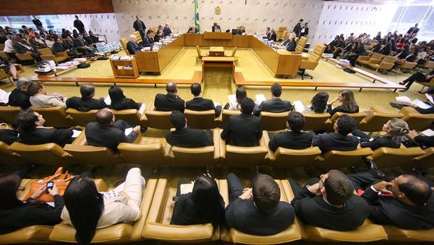 Sessão do STF em que ministros julgaram pedido de advogados de réus do mensalão de prorrogação do prazo para recurso (Foto: Nelson Jr. / STF)