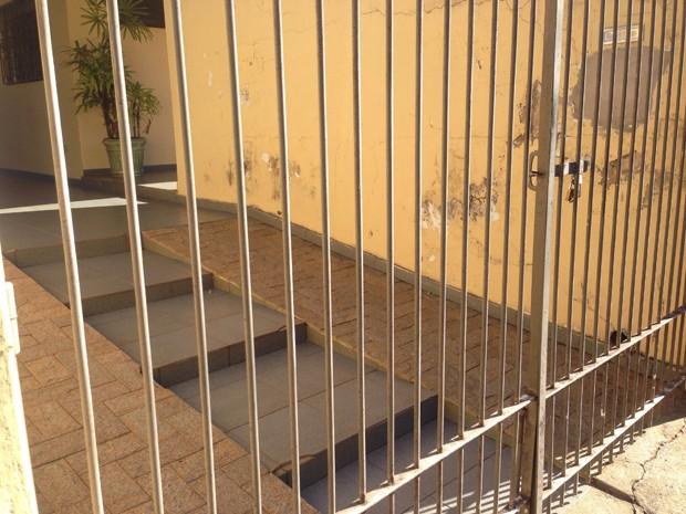 Bandidos usaram um martelo, que encontraram na residência, para ameaçar vítima durante roubo (Foto: Carolina Mescoloti/G1)