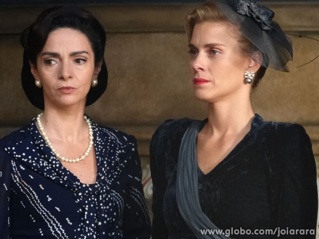 Que choque! Será que Iolanda vai tirar satisfação com o ex-noivo? (Foto: Joia Rara/ TV Globo)