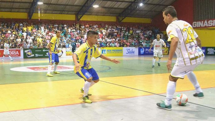 Vassoura foi o nome do jogo (Foto: João Áquila / GloboEsporte.com)
