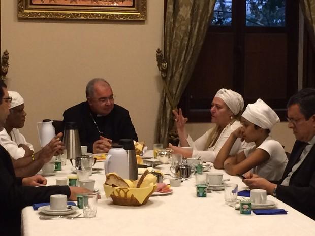 Arcebispo e vítima de intolerância tomaram café da manhã (Foto: Matheus Rodrigues/G1)