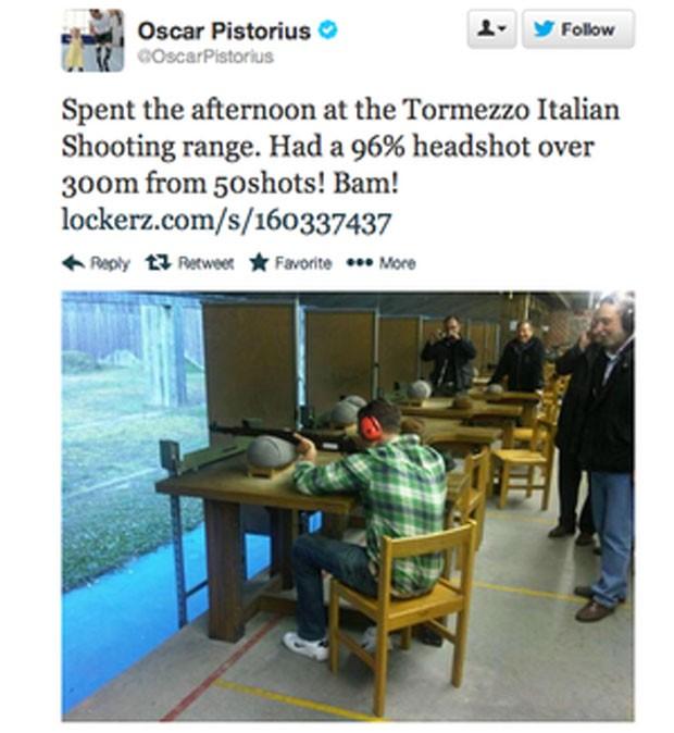 Pistorius em estande de tiro Twitter (Foto: Reprodução / Twitter)