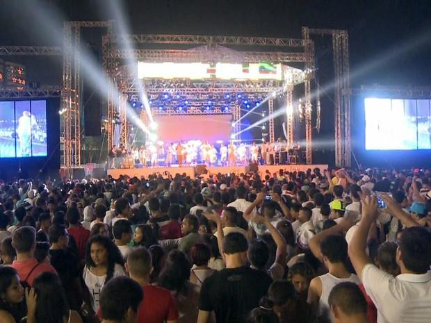 Monobloco animou o público na Ponta Negra (Foto: Reprodução/G1 AM)