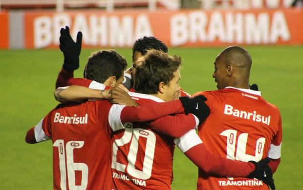 Oscar faz gol contra o Cruzeiro (Foto: Diego Guichard/GLOBOESPORTE.COM)