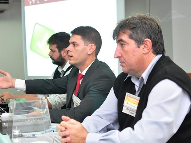 Alexandre Paixão (centro) é o presidente do grupo na região (Foto: Divulgação/ E5)