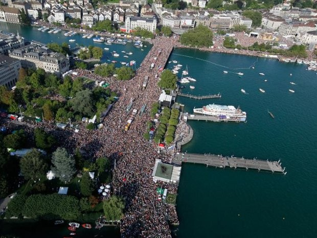 Jovem brasileiro participou de festa em Zurique (Foto: Divulgação/ Streetparade.com)