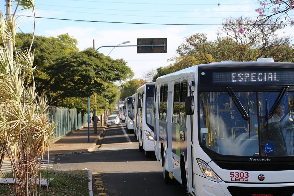 Novos veículos já estão em circulação nas linhas da empresa Líder (Foto: Neto Talmeli/Prefeitura de Uberaba)