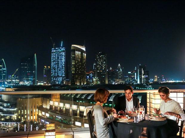Dubai será pano de fundo para história de Inês (Adriana Esteves), Homero (Tuca Andrada) e Alice (Sophie Charlotte) nos primeiros capítulos de Babilônia (Foto: Isabella Pinheiro/Gshow)