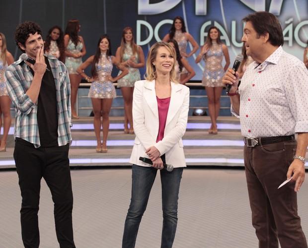 Gianecchini e Mariana Ximenes no palco do 'Domingão' (Foto: Domingão do Faustão / TV Globo)