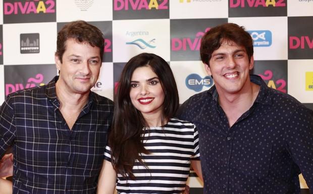 Marcelo Serrado, Vanessa Giácomo e Rafael Infante na pré-estreia do filme Divã 2, no Rio (Foto: Isac Luz/EGO)