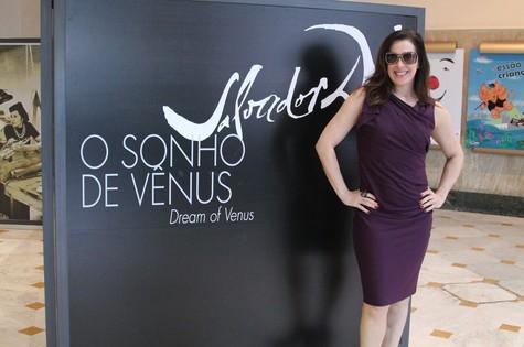 Claudia Raia visita exposição no CCBB (Foto: Divulgação)
