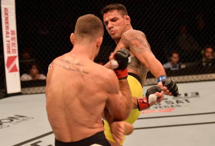 Rafael Dos Anjos x Tarec Saffiedine UFC SIngapura (Foto: Getty Images)