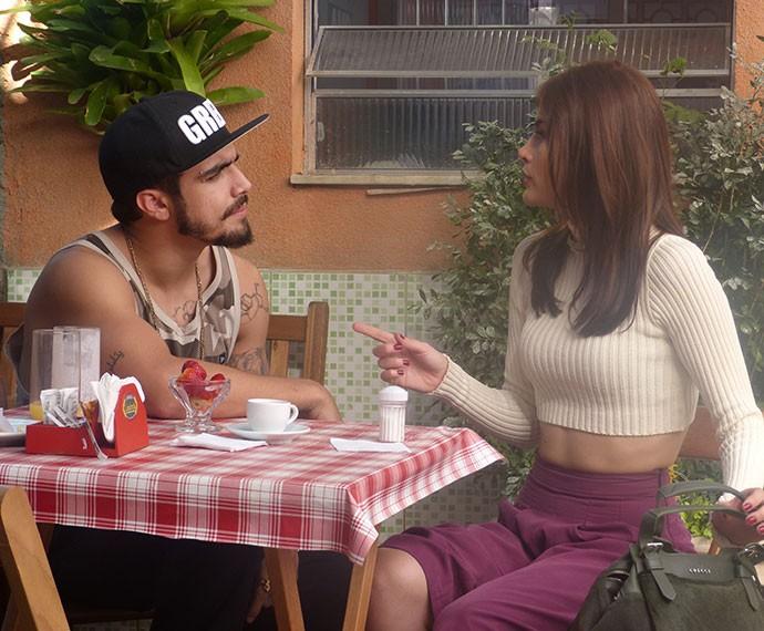 Grego e Margot conversam na Lindorela e vão embora juntos (Foto: Tatiana Helich/Gshow)