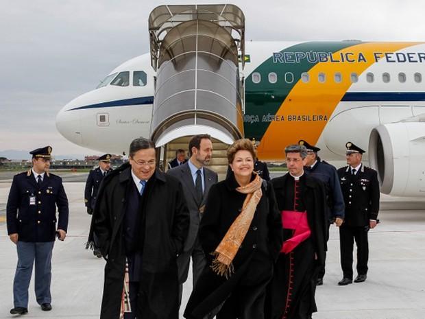Presidente desembarca Roma depois de viajar em avião oficial da Presidência da República (Foto: Roberto Stuckert Filho/PR)