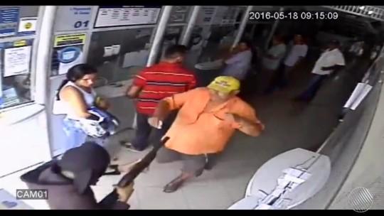 'Achei que era brincadeira', diz idoso que encarou bandidos durante assalto