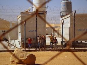 PREP_ Refugiados sírios vivem em área protegida por cercas elétricas (Foto: TV Globo)