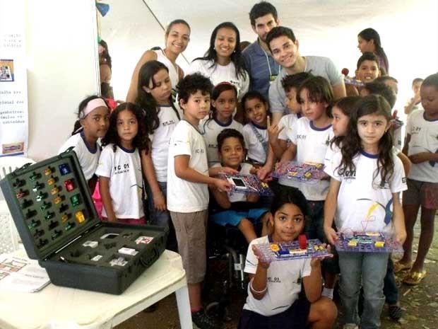 Estudantes de engenharia da Universidade de Brasília levam projetos para feiras de ensino no DF (Foto: Reprodução/Facebook)