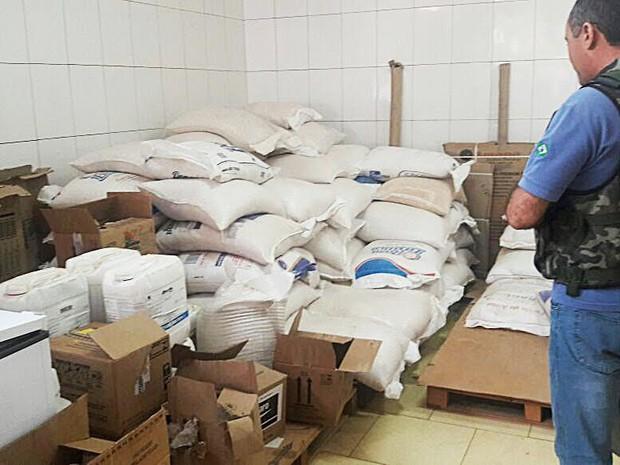 Agrotóxicos vencidos e sem registro são interditados pela Aged para evitar a contaminação do meio ambiente (Foto: Divulgação/Secap)