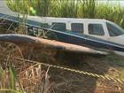 Polícia encontra avião abandonado no meio de canavial em Guariba, SP
