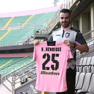Bruno Henrique é apresentado no Palermo (Foto: Site oficial Palermo)