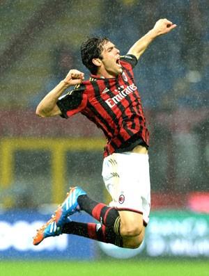 Kaka comemora gol do Milan e Lazio (Foto: Getty Images)