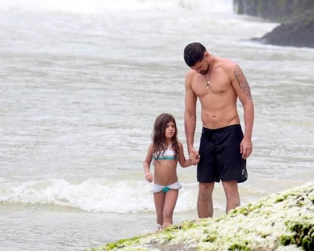 Cauã com a filha Manuela, de 4 anos:  (Foto: AG News)