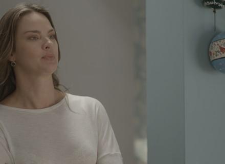 Monique pede que Uodson e Alina desocupem o quarto de casal