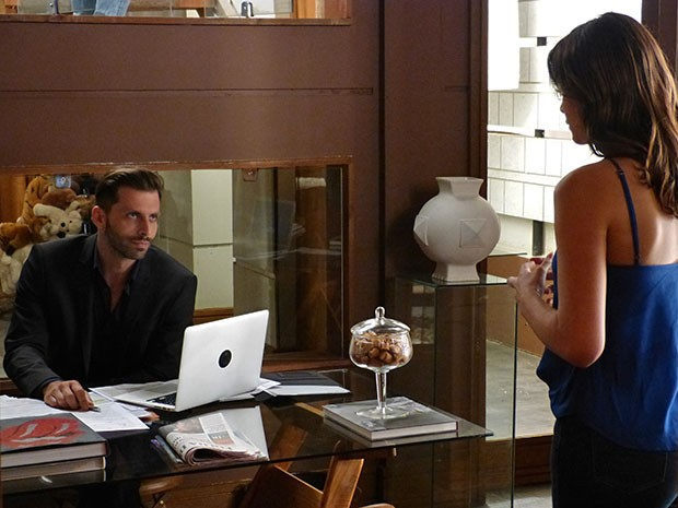 Gabo demite Mari ao saber que ela não tem currículo (Foto: Thaís Dias/Gshow)