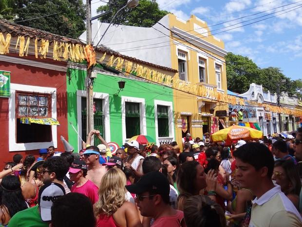Ruas do Sítio Histórico de Olinda ficam tomadas de gente nos dias do reinado de Momo. (Foto: Penélope Araújo / G1)