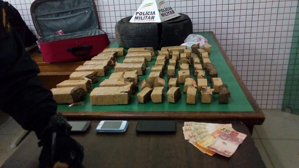 Droga seria comercializada em Caratinga (Foto: Polícia Militar/ Divulgação )